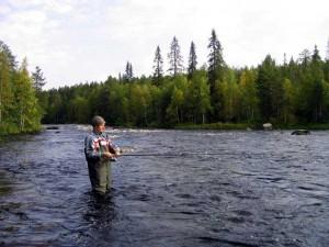 Рыбалка на реке, великолепный активный отдых и общение с природой